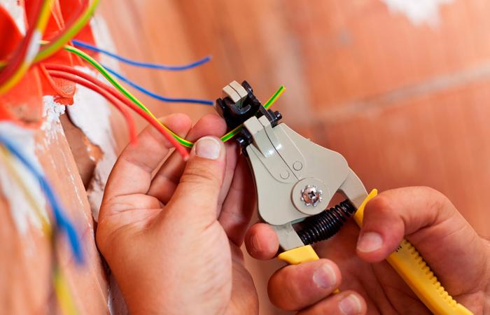 А вы умеете делать ремонт проводки?