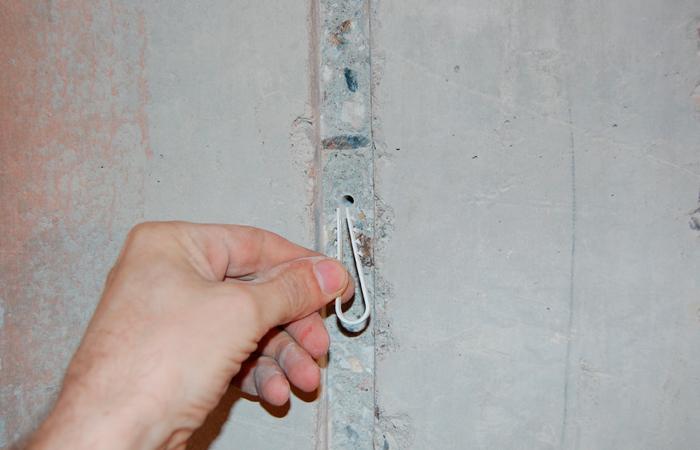 Использование дюбель-хомута для крепления кабеля