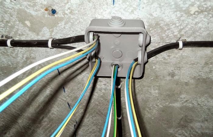 Как научиться монтажу установочных коробок для скрытой проводки?
