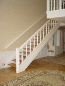 Как покрасить лестницу своими руками