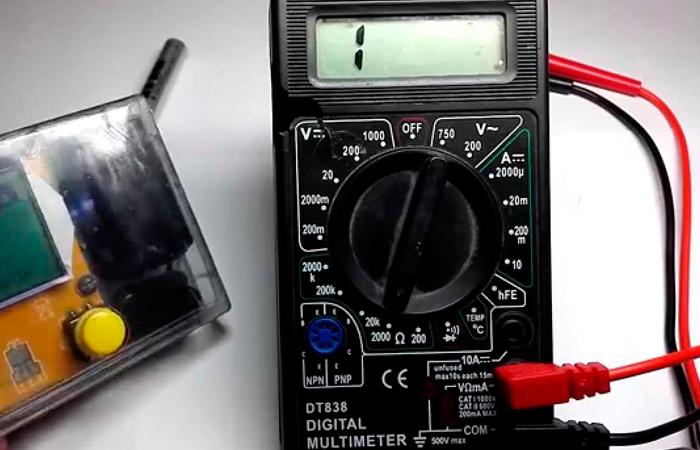 Как проверить напряжение в розетке с помощью мультиметра