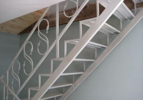 Как сделать лестницу в коттедже
