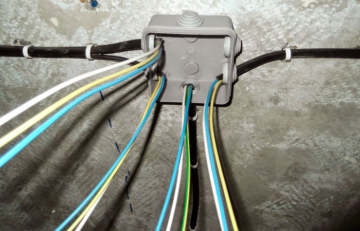 Как выполнять подключение блока розеток к сети