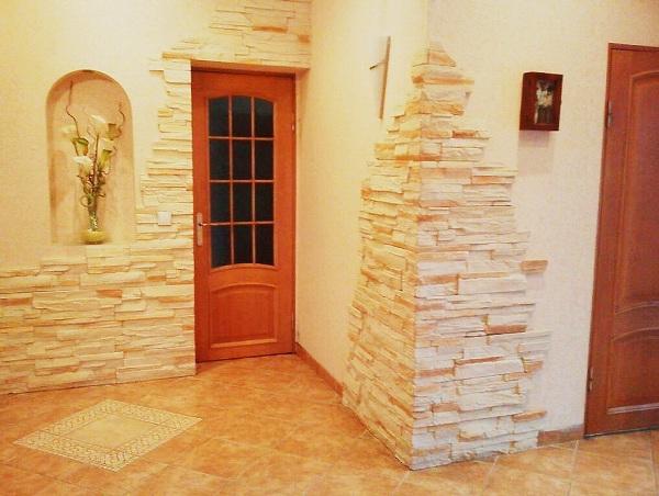 Минусы использования декоративного камня в прихожей