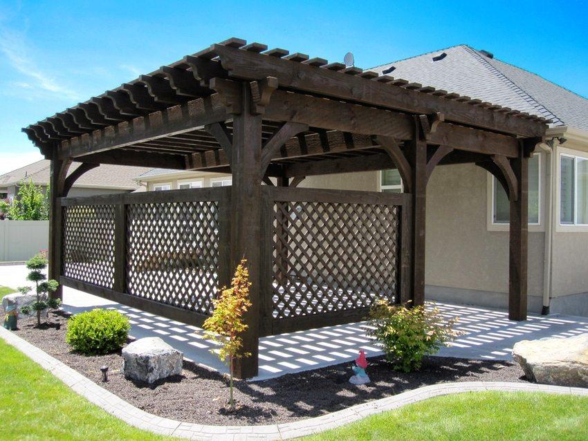 Навесы во дворе частного дома: фото легких и изящных конструкций