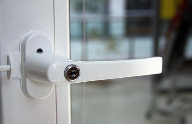 Особенности установки и использования ручки для пластикового окна