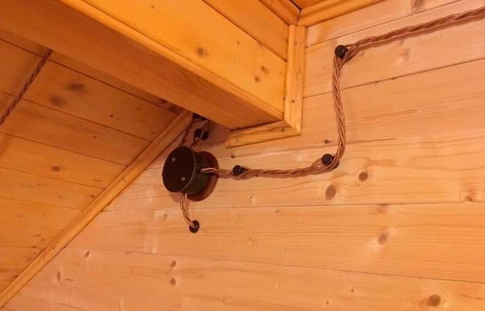 Почему ретро проводка в деревянных домах пользуется популярностью?