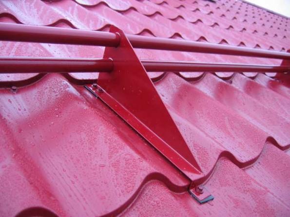 Правильная установка снегозадержания на крыше своими руками