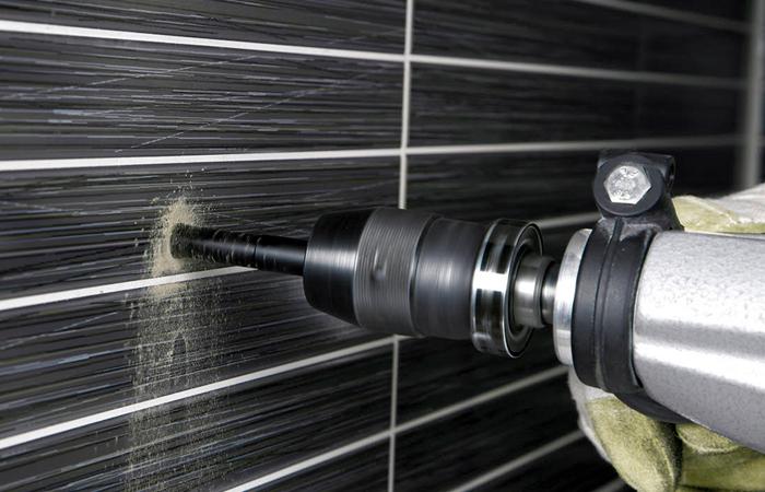 Простая инструкция о том, как вырезать отверстие в плитке под розетку