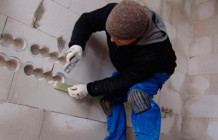 Штробление стены под проводку: «грызём» всё, от дерева до бетона