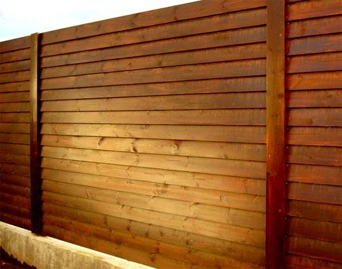 Строительство деревянных заборов лесенкой