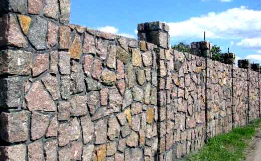 Строительство забора из бутового камня