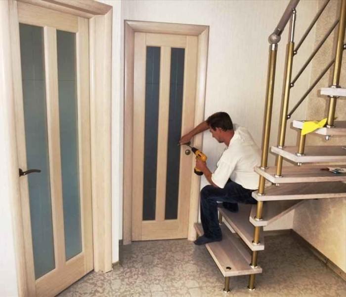 Техника установки межкомнатных деревянных дверей своими руками