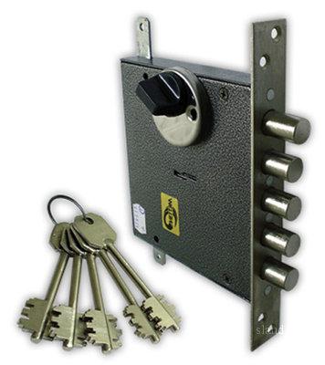 Техника установки замка на металлическую дверь своими руками