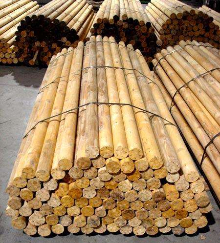 Установка забора из березовых карандашей