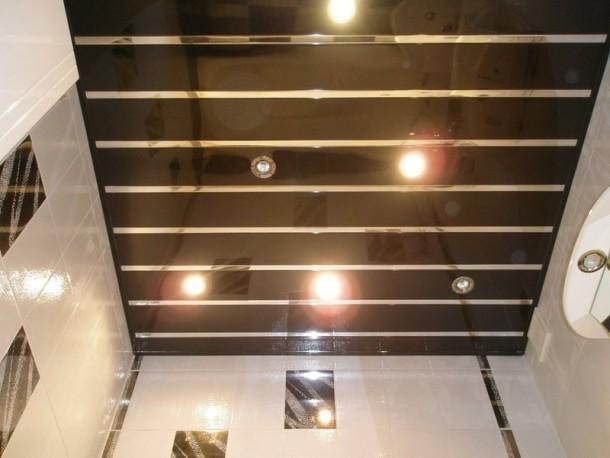 Устройство подвесного потолка в ванной комнате