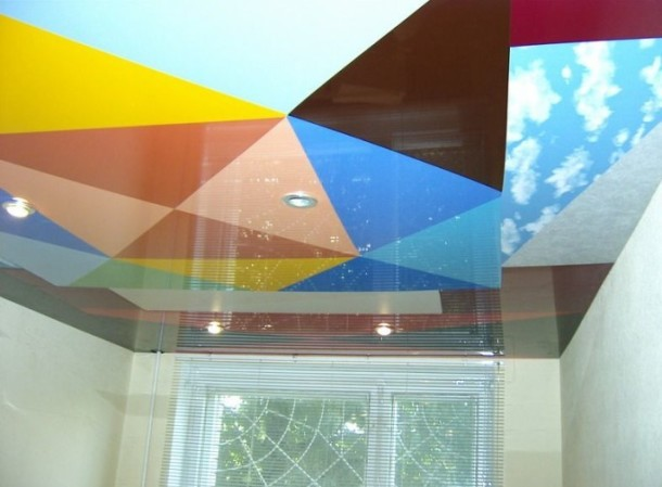 Выбор цветных натяжных потолков для различных комнат