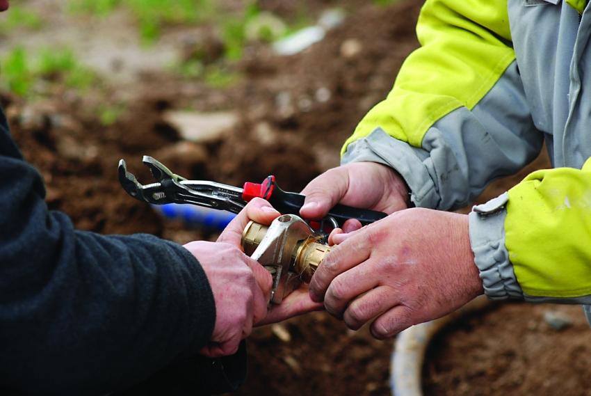 Водоснабжение частного дома из скважины: схема коммуникаций