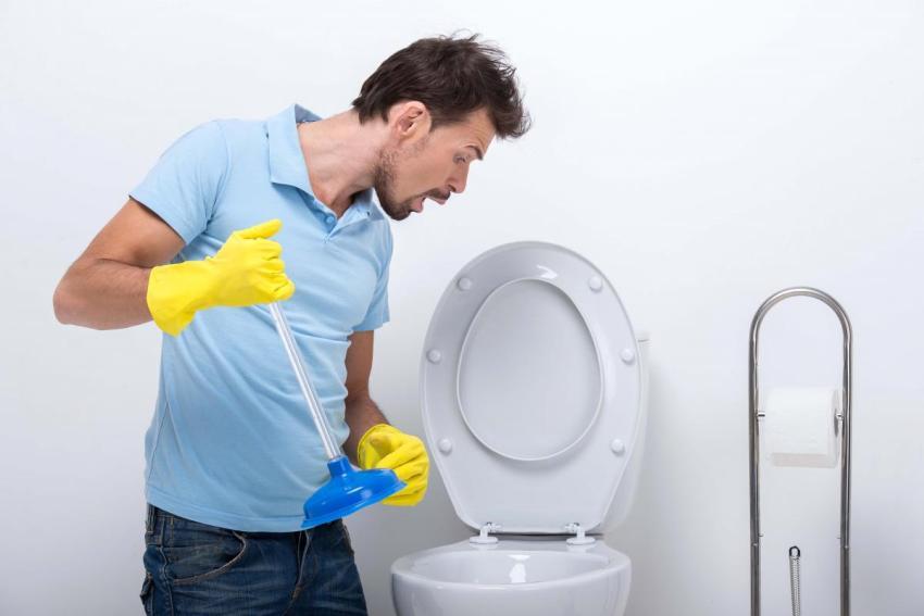 Засорился унитаз, что делать в домашних условиях