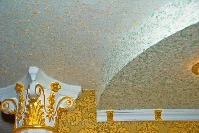 Дизайн потолка жидкими обоями1