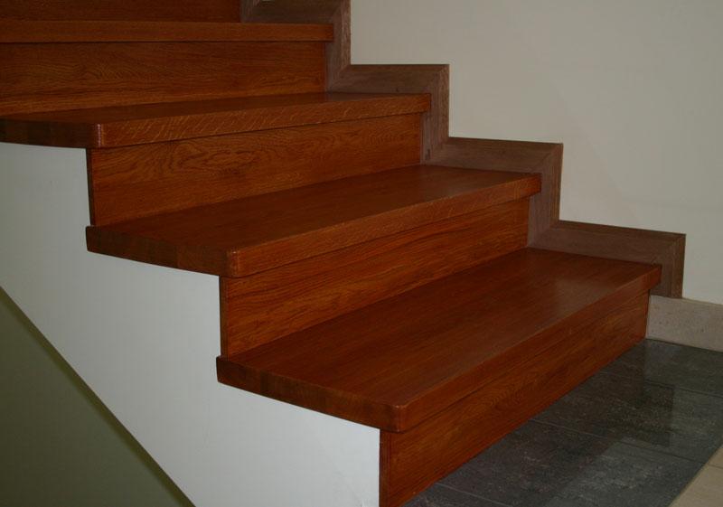 Особенности для отделки металлической лестницы деревом