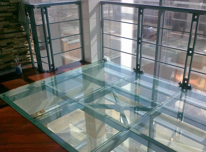 Техника устройства стеклянного пола